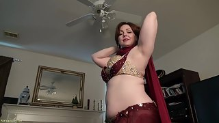 Milf remembers her fuck times while she masturbates